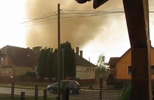 Tornado protutnjao Mađarskom, dvoje povređeno  N68046